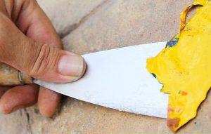 как убрать краску с камня
