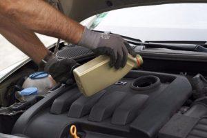 как убрать машинное масло с бетонного пола