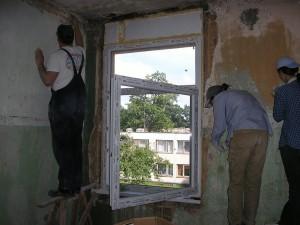 удалить старую краску со стен: каким образом