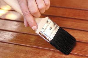 Как снять лак с мебели: рекомендации