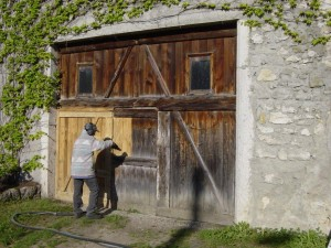 Снять старую краску с дерева: методы