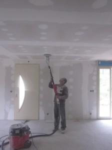 как красить потолок водоэмульсионной краской - инструкция