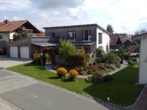 Чем покрасить деревянный дом снаружи: советы