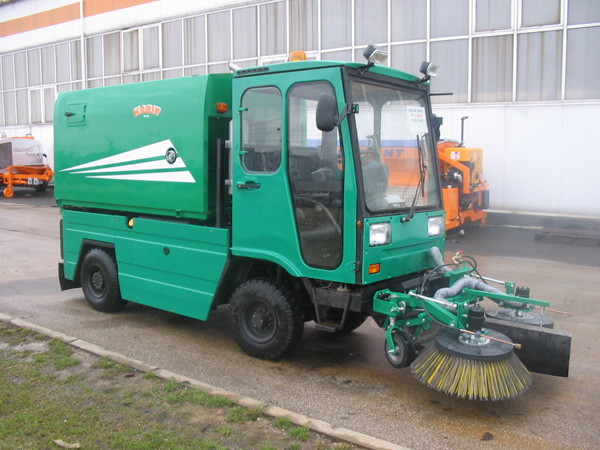 Смывка тяжелых загрязнений с дорожной и строительной техники: рекоменации по средствам