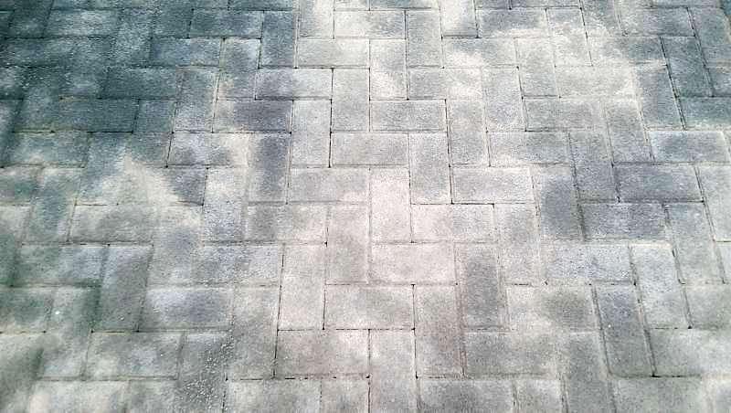 Чем вывести пятна масла с тротуарной плитки фото