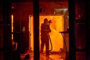 чем отмыть стены после пожара от сажи